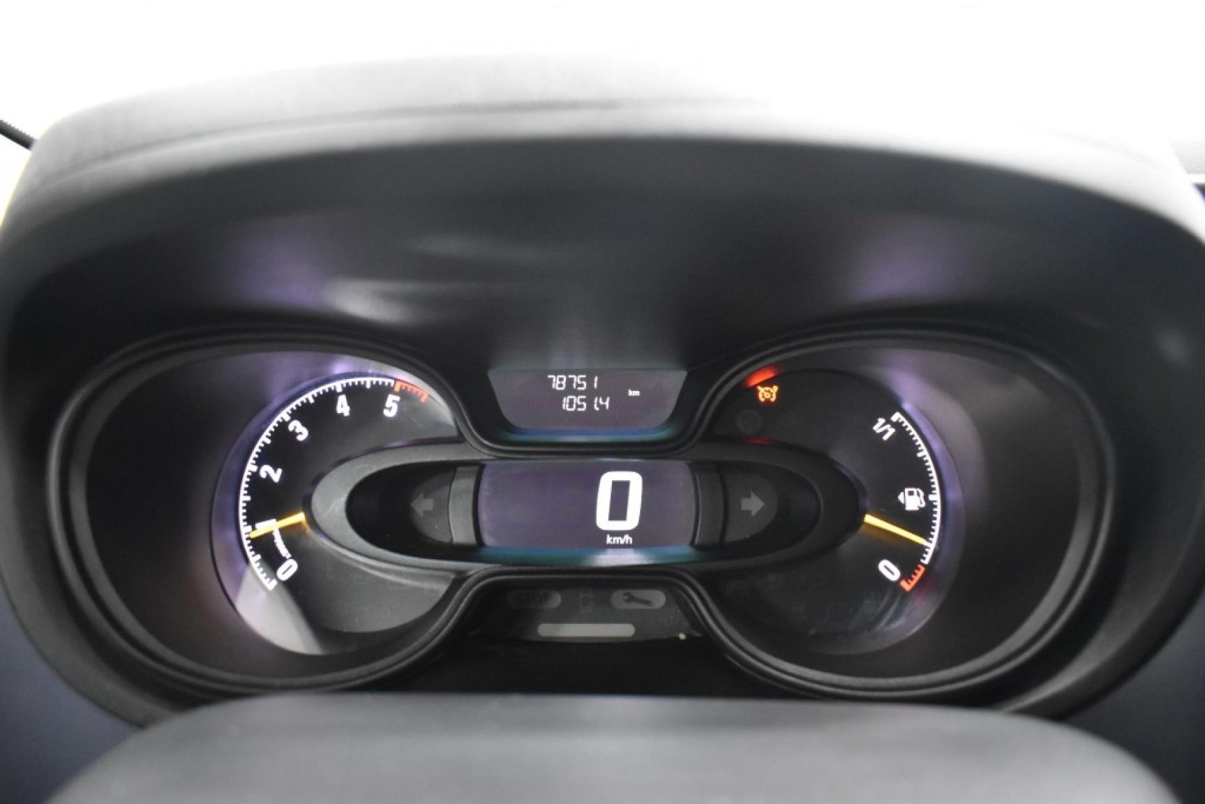 Opel-Vivaro-17