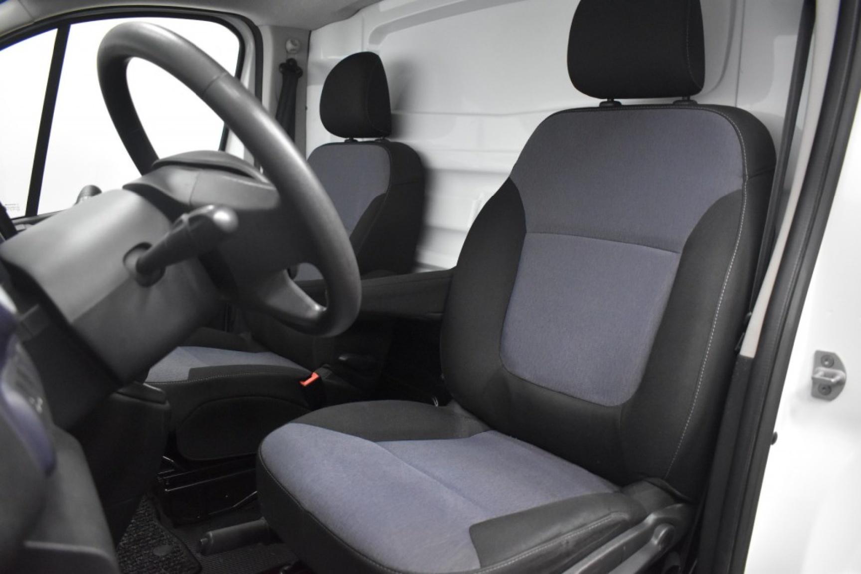 Opel-Vivaro-9