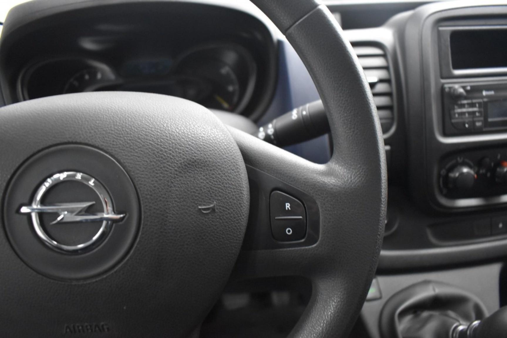 Opel-Vivaro-14